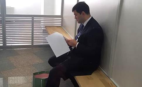 Насиров вместе с депутатами появился в суде, активисты под судом. Все подробности (ФОТО)