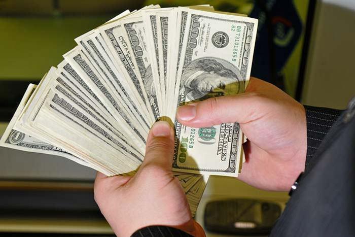 Вы таких денег и не видели: во Львове известного чиновника поймали на огромной взятке