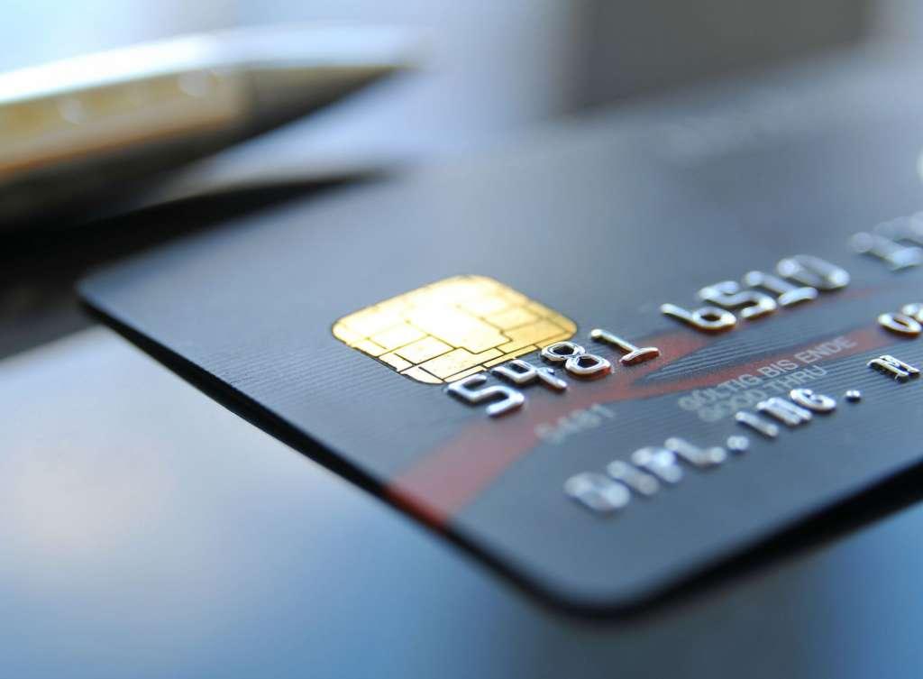 """С украинцев будут снимать автоматически деньги с карточек за """"коммуналку"""""""