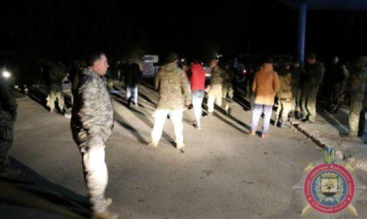 На Донетчине блокадники во главе с нардепом набросились на полицию: пришлось стрелять