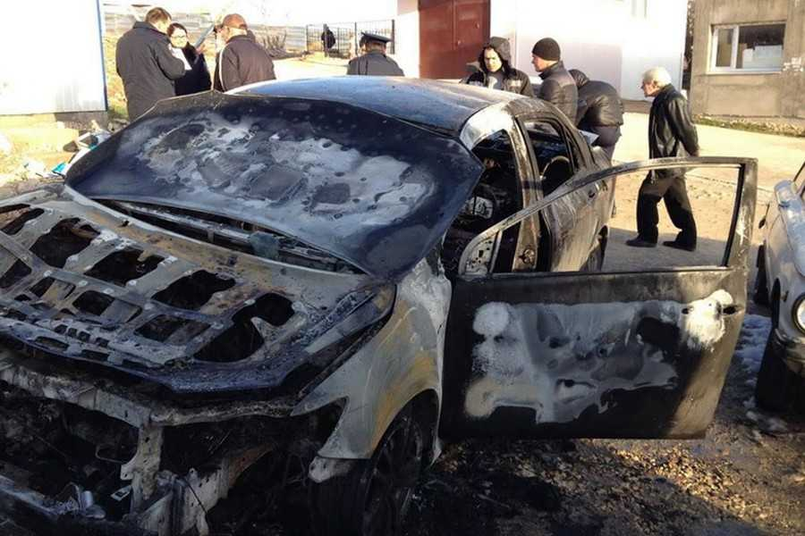 Вот и имеет: в Виннице сожгли дорогущую машину депутата (ФОТО)