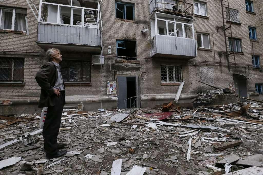 «Это жесть»: появилось ВИДЕО, как боевики бьют по жилым кварталам Авдеевки