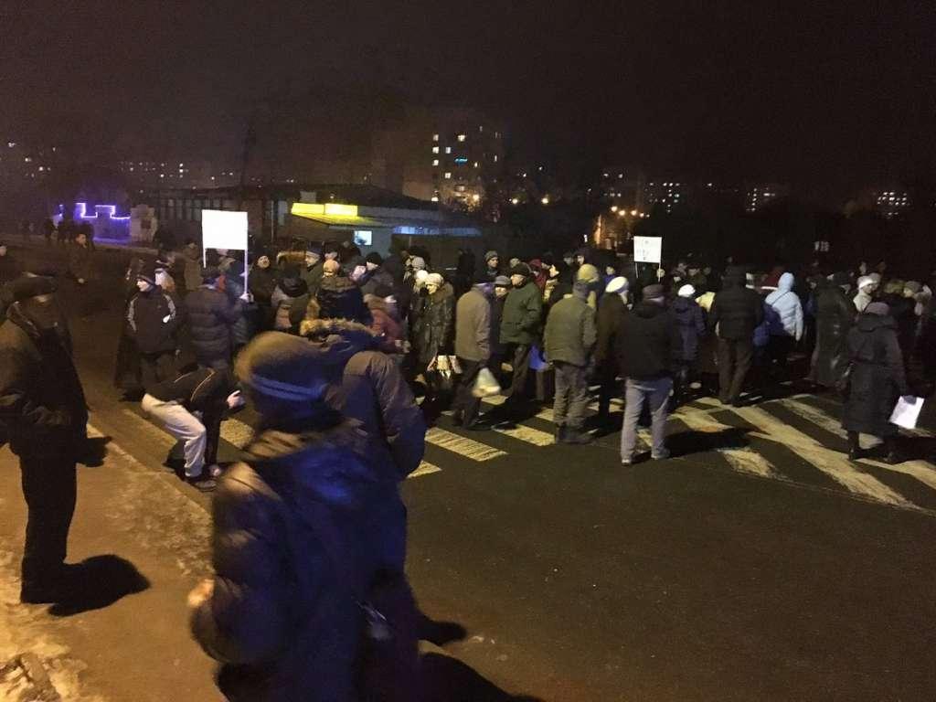 Снова протестуют: десятки львовян перекрыли улицу Шевченко
