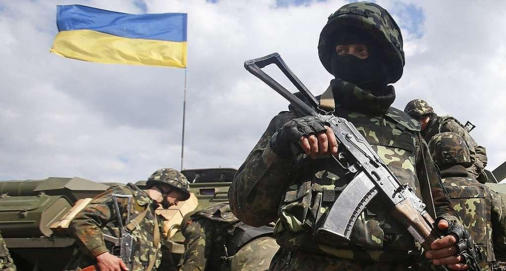 Штаб: один военный погиб, двое ранены в течение дня в зоне боевых действий