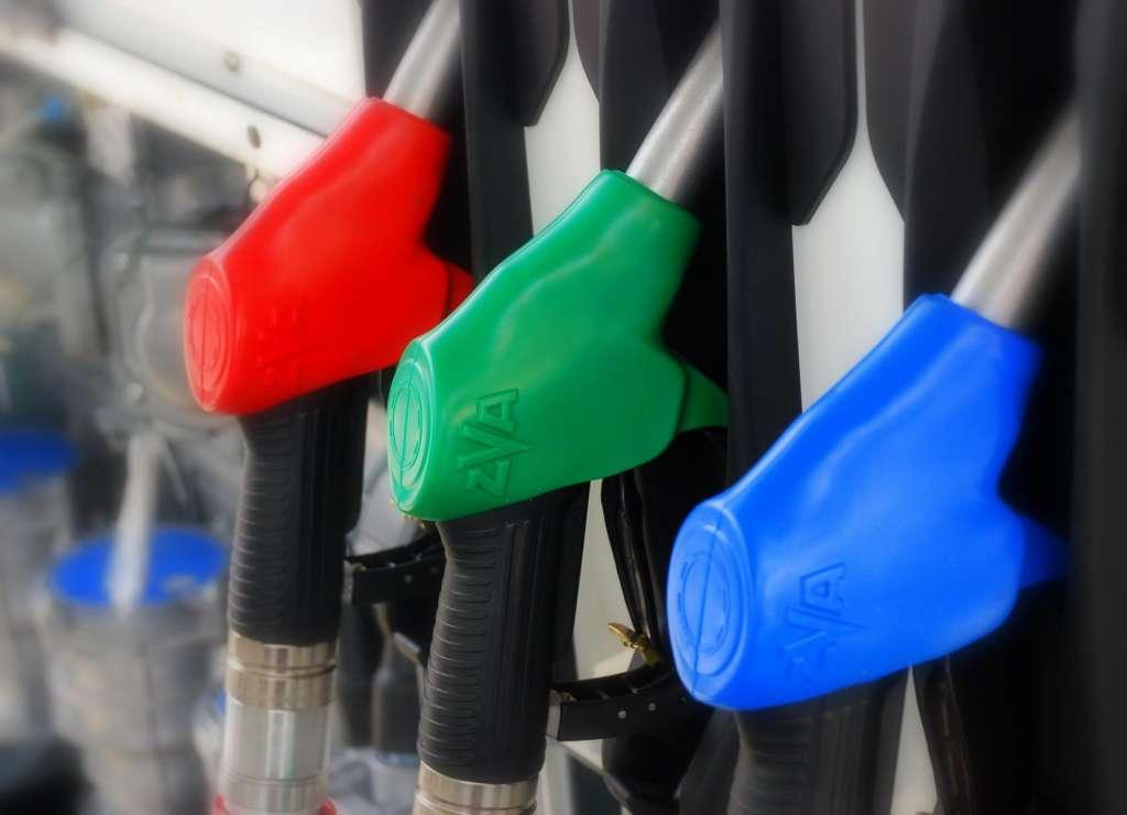 Ездить теперь смогут только богатые: каких цен на бензин ждать в Украине (инфографика)