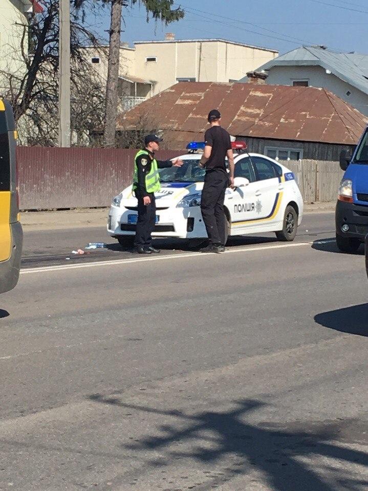 В Криховцах пьяная женщина на BMW X5 сбил трех человек и сбежал