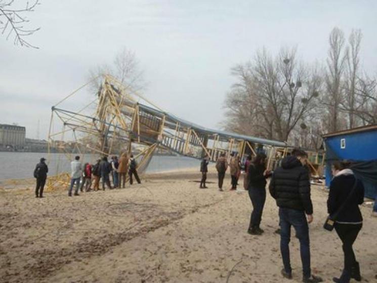 В Киеве титушки-«коммунальщики» уничтожили троллей через Днепр
