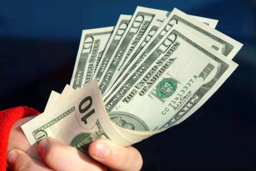 Все за новенькими баксами: украинские банки будут менять старую валюту
