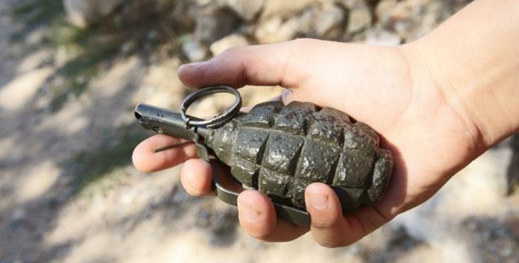 Опасность везде: во Львове мужчина ходил по улице с гранатой