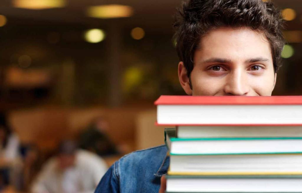 Теперь выгодно учиться хорошо: Украинским студентам рекордно повысили стипендии