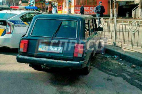 В Киеве у женщины отобрали рюкзак с миллионом