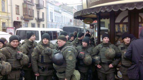 СРОЧНО! В центр Киева стянули огромное количество силовиков и техники