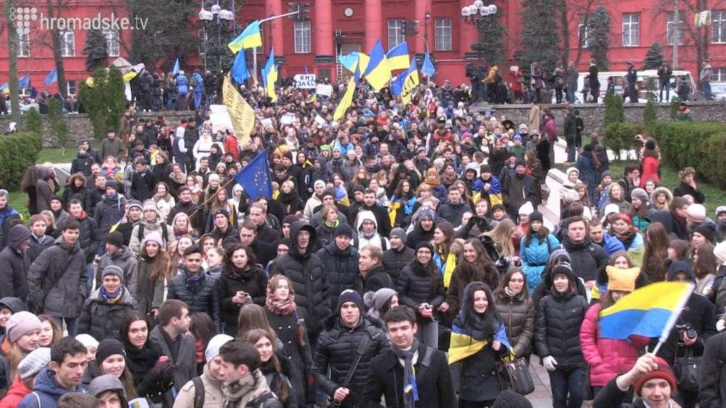 Что же там творится!!! Украинцы массово собираются в Киеве, причина касается всю страну