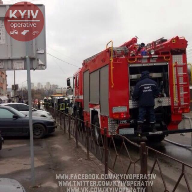 СРОЧНО : В пригороде Киева произошло масштабное ДТП с участием маршрутного такси