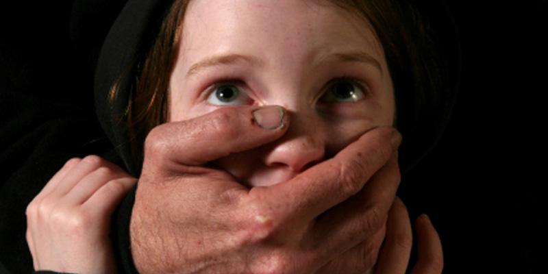 Что же он с ней сделал… В Киеве поймали аниматора-педофила во время разврата малолетней девочки
