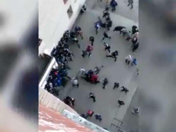 СРОЧНО!!! Во Львове произошла кровавая массовая драка между подростками с ножами и кастетами (ВИДЕО 18+)