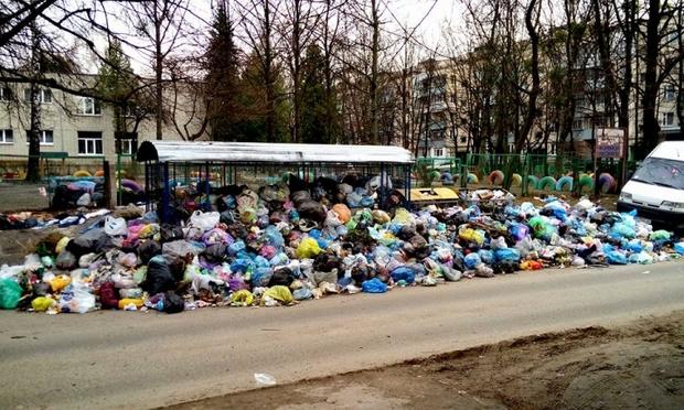 «Отрабатывает деньги Коломойского»: возмущенные «горами мусора» львовяне раскритиковали Садового