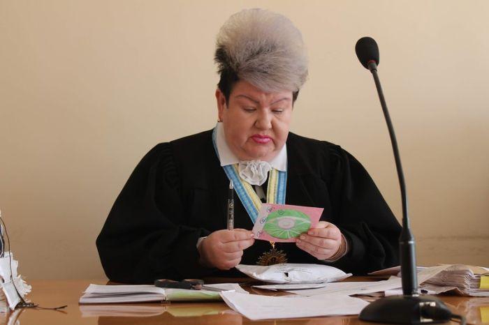 Кровавая расправа и многое другое: стали известны шокирующие подробности из биографии ровенской судьи со скандальным макияжем