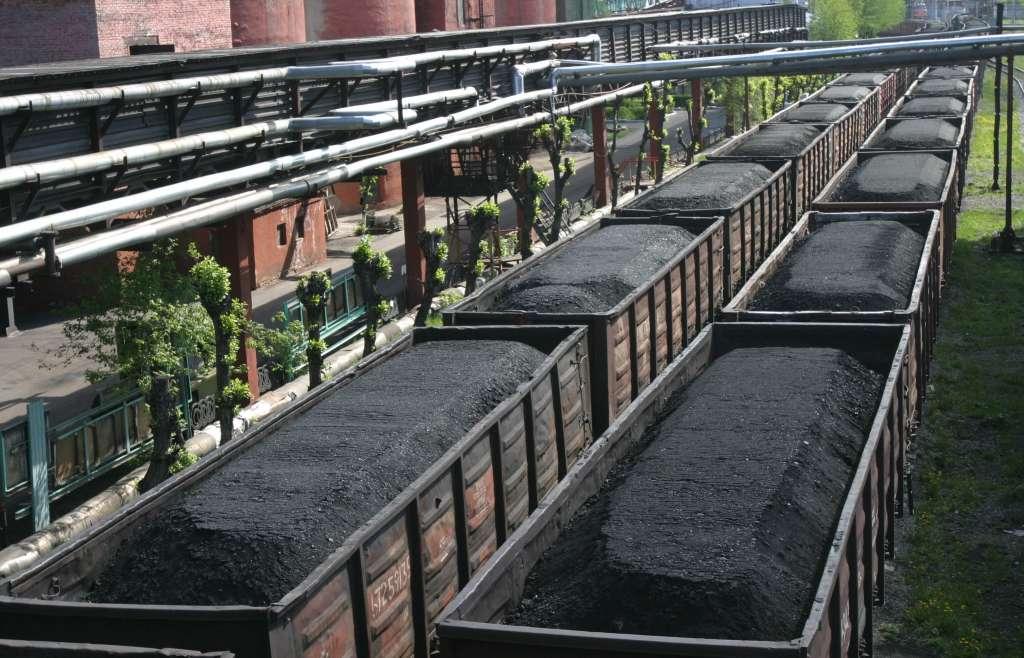 Донбасс разблокировали: активисты показали, куда на самом деле уходят поезда с углем (ВИДЕО)