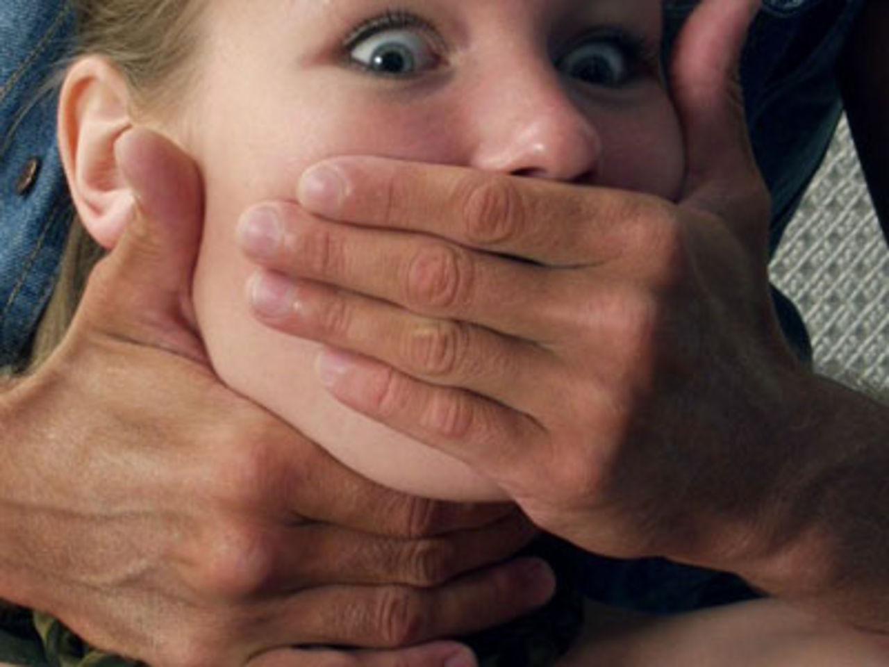 Родители, будьте чрезвычайно внимательны: педофил среди белого дня едва не изнасиловал двух малолетних девочек