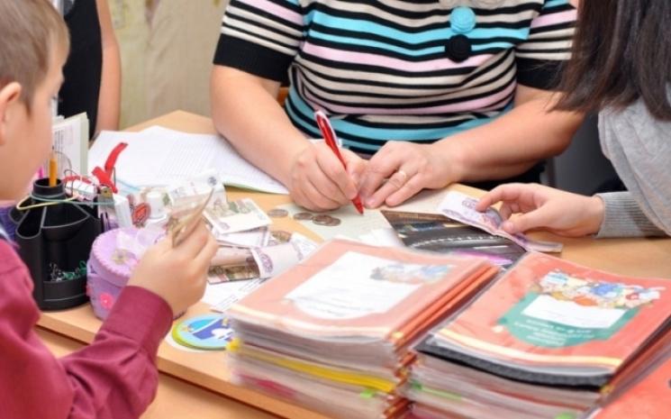 Добровольно-принудительная благотворительность: На что собирают деньги с украинских школьников