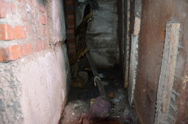 Какой ужас… В Одессе нашли мертвого новорожденного мальчика в подвале, от подробностей язык отнимает