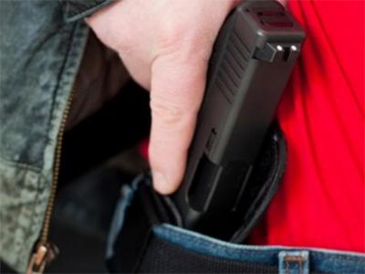К Богу с пистолетом: Мужчина пийшлов к церкви с оружием