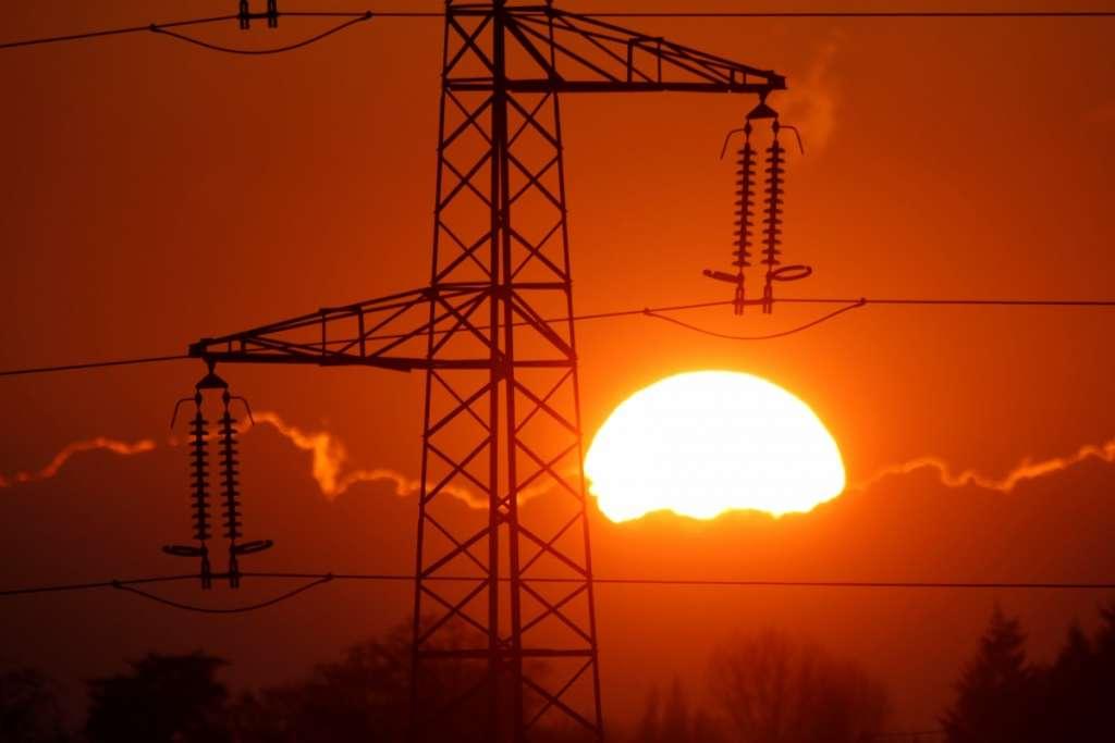 Стоимость за электроэнергию стремительно растет. Шокирующая статистика! Что ждет нас дальше!