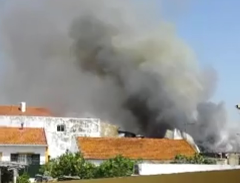 СРОЧНО!!! В жилом районе упал самолет! Есть пострадавшие (ВИДЕО)