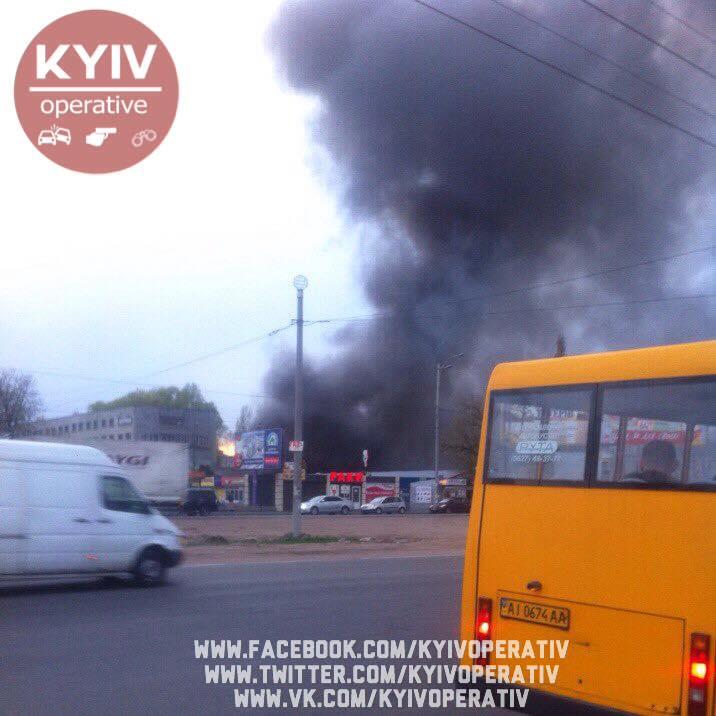 ОСТОРОЖНО! Масштабный пожар в Киеве! Город в дыму! (ФОТО)
