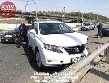 В Киеве столкнулись две иномарки, есть пострадавшие (ФОТО, ВИДЕО)