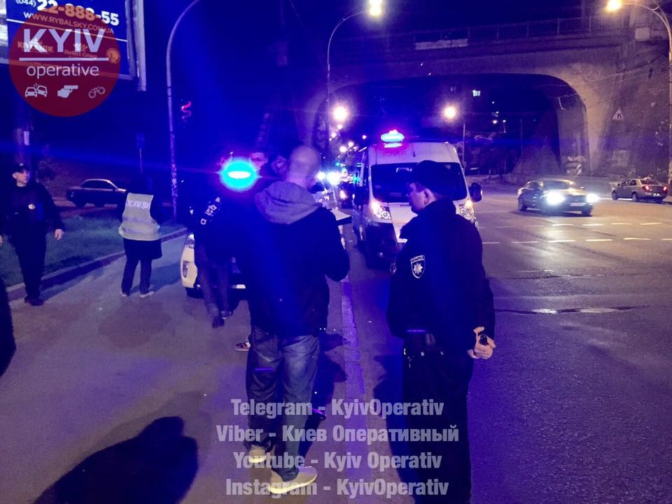 СРОЧНО!!! Просто в центре Киева мужчина в камуфляже расстрелял трех человек, эти фото доводят до истерики…