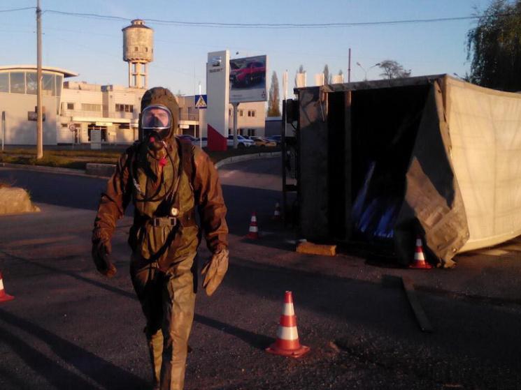 СРОЧНО! Перевернулся грузовик с химикатами! Украинцы берегитесь! Что там происходит?(ФОТО)