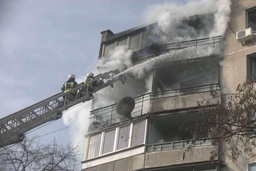 НАСТОЯЩИЙ АД… В Житомире произошел масштабный пожар в многоэтажке