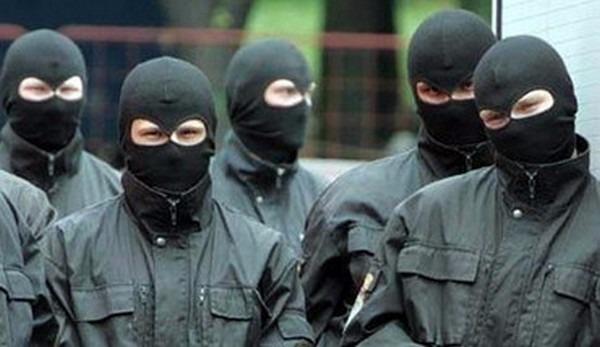 СРОЧНО! В центре столицы неизвестные в камуфляже устроили жуткую стрельбу. От подробностей кровь стынет!