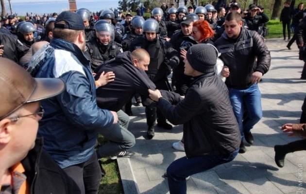 СРОЧНО! Что происходит в Одессе: Массовое побоище с участием полиции. Есть пострадавшие!