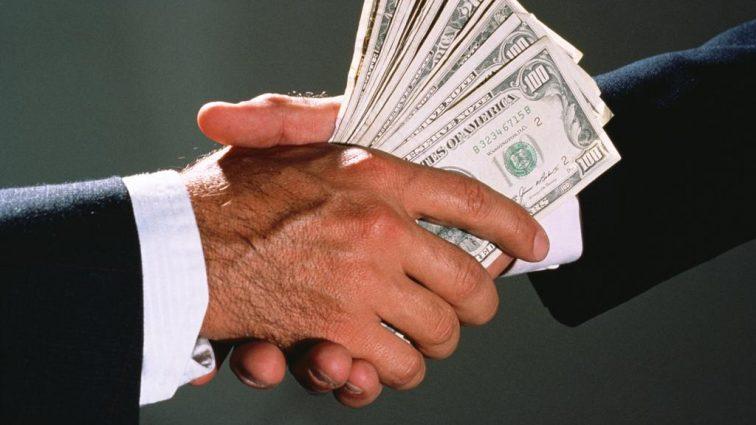 Резонансная взятка в фемиде: Несколько тысяч долларов потребовал помощник судьи