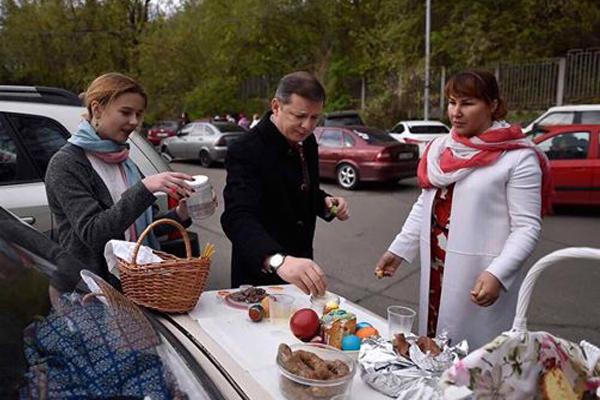 Как Парасюк, Саакашвили и другие одиозные политики отпраздновали Пасху (ФОТО)