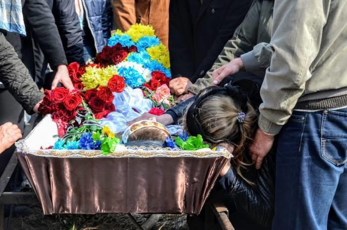 «Плач матери заглушил оркестр»: на украине попрощались с погибшим бойцом АТО
