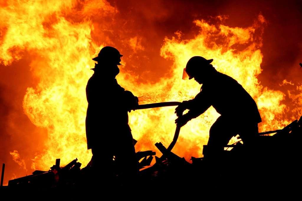 СРОЧНО! Масштабный пожар в кинотеатре есть пострадавшие (ФОТО)