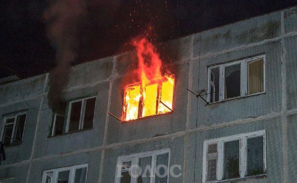 Аж жутко: В Пасхальную ночь горела квартира в которой были люди!(ФОТО)