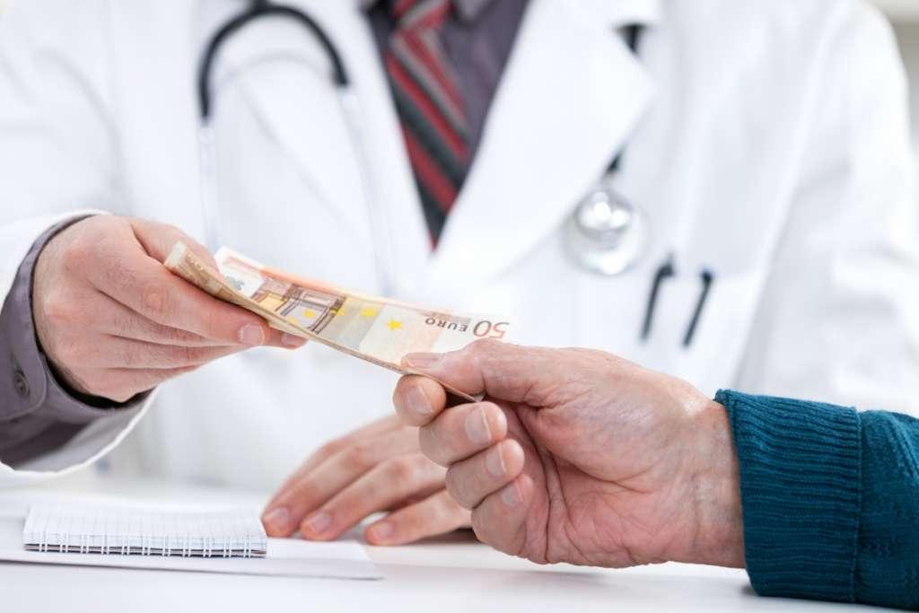 Дорогу коррупции!!! Отныне вся медицина официально станет платной, детали нового закона шокируют