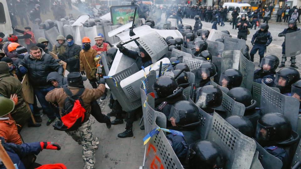 СРОЧНО!!! В Киеве происходит массовая блокада и протесты, кадры с места событий шокируют весь мир