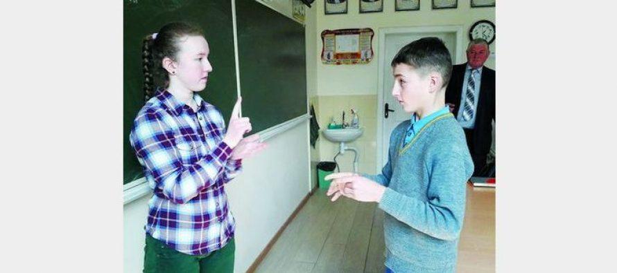 Скандал на Львовщине :«Учитель истории схватил меня за шею и заставлял съесть мыло» – Вся Украина возмущена!