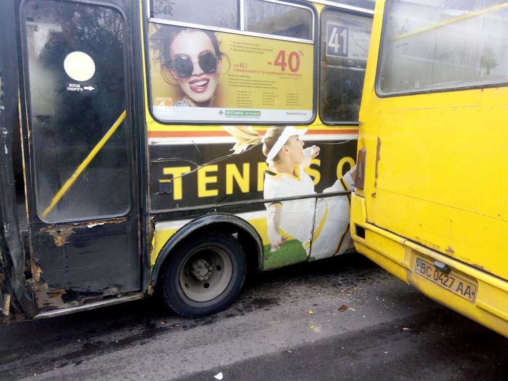 Ужасная трагедия! Во Львове столкнулись две маршрутки! Шокирующие фото!