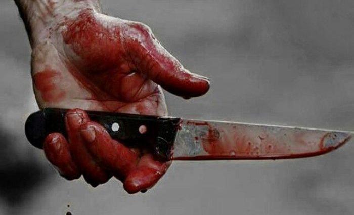 Бесчеловечное убийство! Зарезал, а потом на матрасе вытащил на улицу. Шокирующие фото!