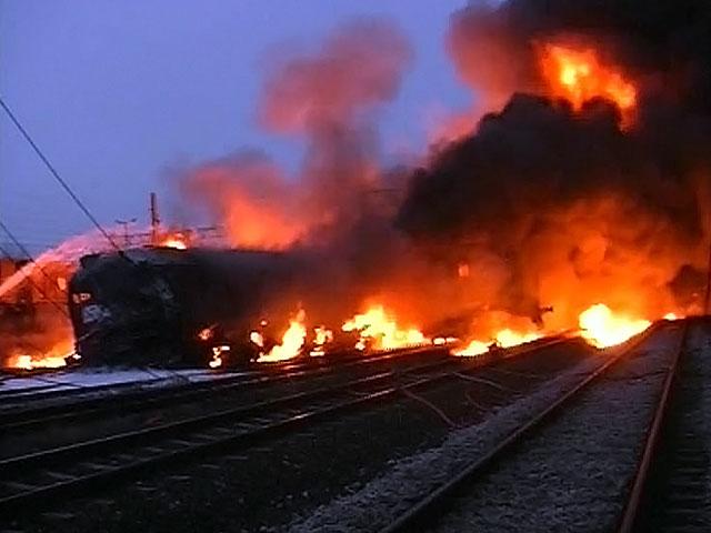 СРОЧНО!!! Во Львове загорелся пассажирский поезд, это видео навело ужас на всю страну