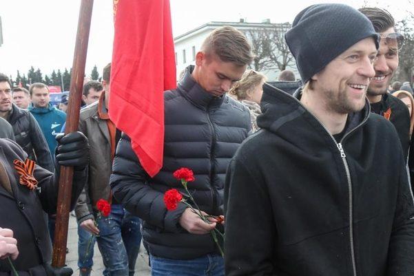 Возмущению нет предела! Известный украинский футболист надел георгиевскую ленту. Детали просто сбивают с ног!