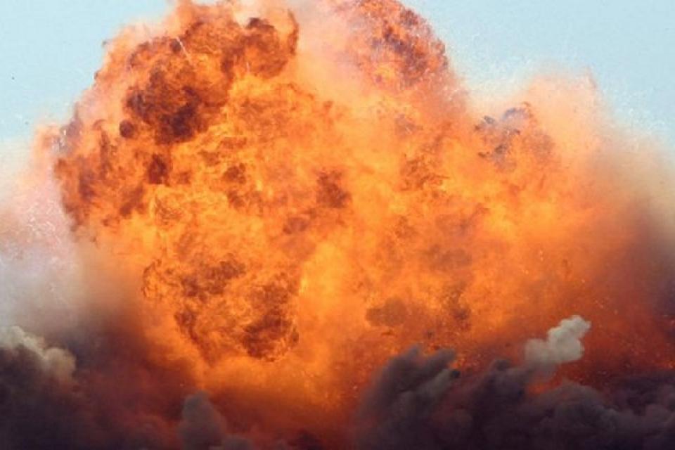 СРОЧНО! Аж земля вздрогнула: Мощный взрыв на пороховом заводе! Есть пострадавшие (ВИДЕО)