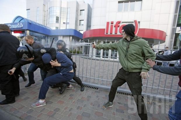 СРОЧНО!!! В Николаеве произошла массовая кровавая драка, причина наводит ужас на всю страну (ВИДЕО)